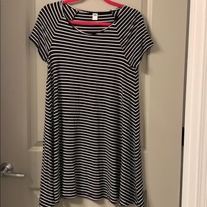 Old navy black and white stripe short sleeve dress